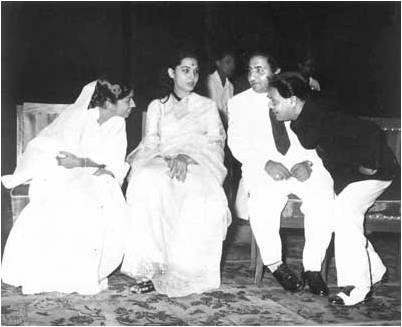 Lata Mangeshkar with Mohammad Rafi and Shakeel Badayuni (Pic courtesy: rckapoor.wordpress.com)