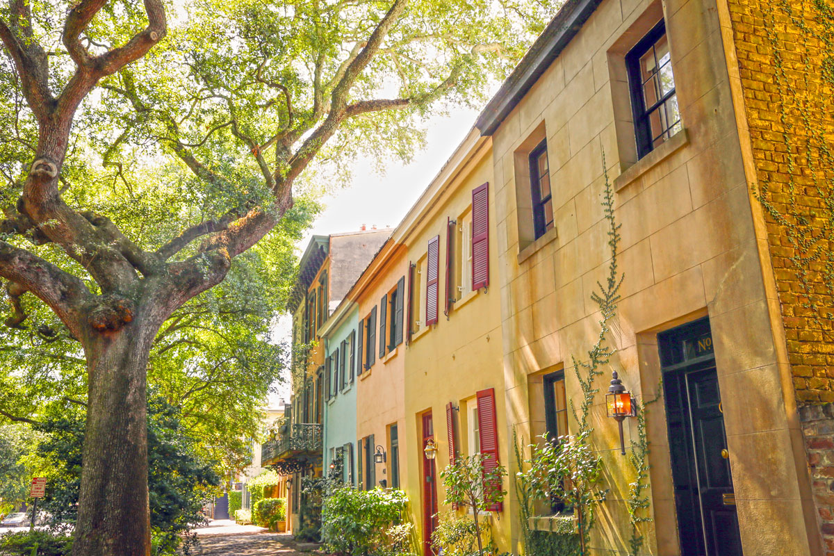 Walking Cities: Historic Hidden Gems in Savannah, Georgia