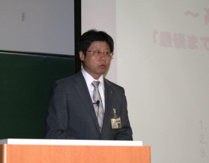 講演する駿台予備校 市谷校舎の校舎長、竹内昇氏