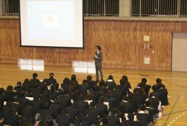 麻薬・覚せい剤乱用防止センター認定講師の岩間辰也氏