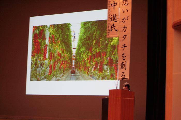 高所作業機械を導入したトマト栽培について