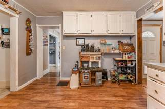 527 W Pine Ave-12