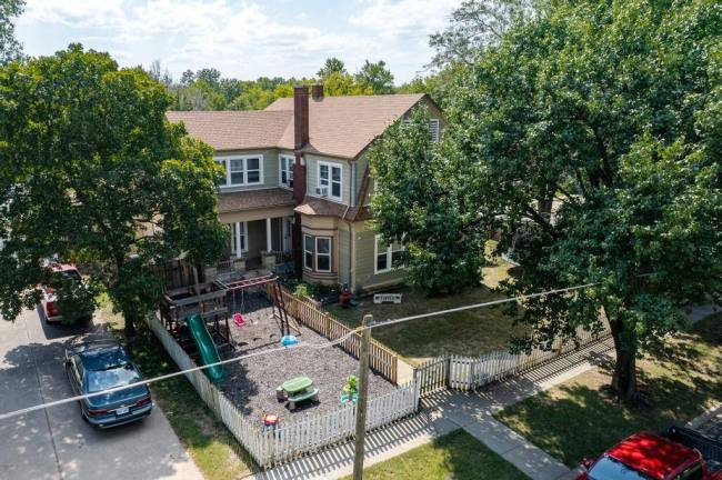 527 W Pine Ave-32