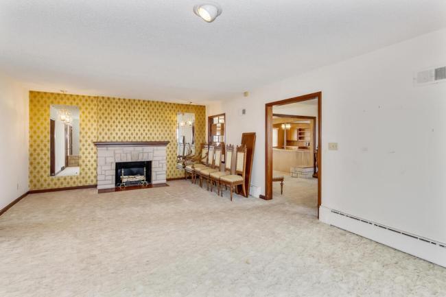 9451 S Woodlawn Blvd Derby KS-large-009-015-Living Room-1500x1000-72dpi