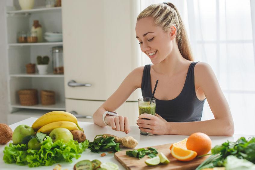 Mädchen, das gesund isst