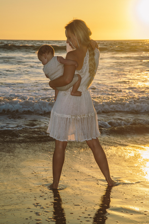 Diana-Milena-Sunkissed-Blonde-Beach-Ocean-Motherhood-Style-Baby-Parenting-Sunset-Beastfeeding-White-Dress\