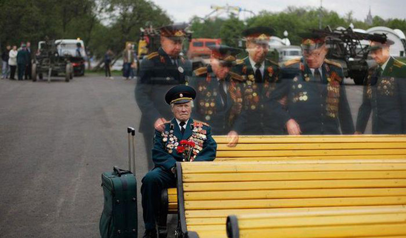 Powerful Photo Of Last Veteran Of His WWII Battle Group