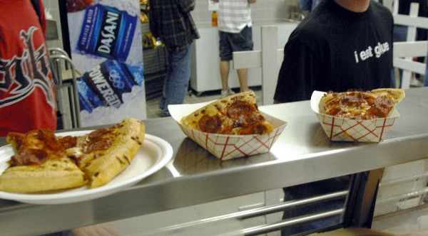 man pays off school lunches for all kids