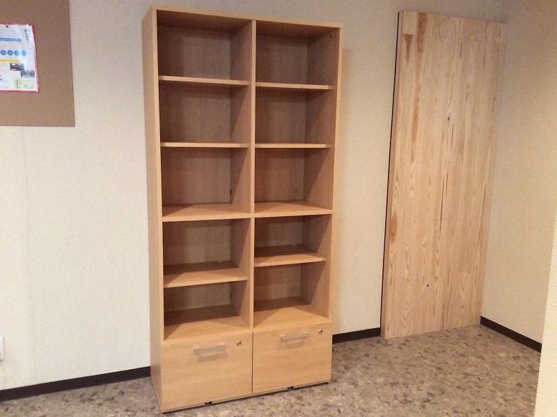 香川の自習室・コワーキングスペースならサンプラット本棚1