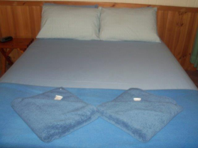 All linen and towels supplied 100_2580