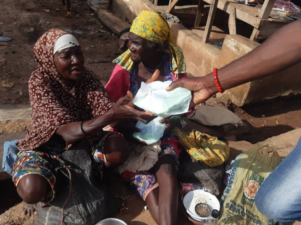 Ondo: 'Bridge of Hope and Love Foundation' donates food items to widows, vulnerable