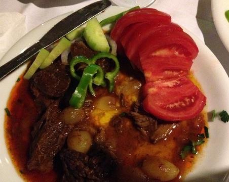 Stifado - vi fick stekta grönsaker istället för de traditionella kolhydratrika tillbehören.