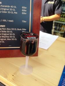 Rödvin i plastglas