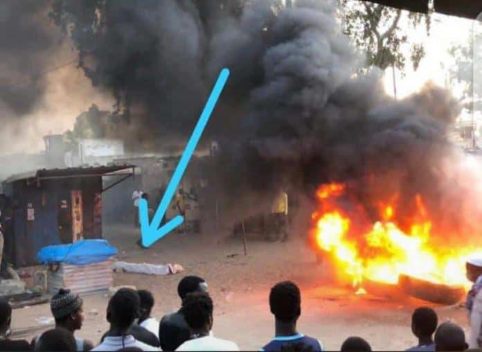Urgent : Atteint par balle, un jeune décède sur le coup lors de manifs à Yeumbeul (vidéo)ParAmath DIOUF 04/03/2021 à 20:35