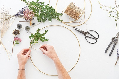 How-to-make-a-floral-wreath