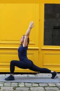 salutation au soleil yoga namaste om