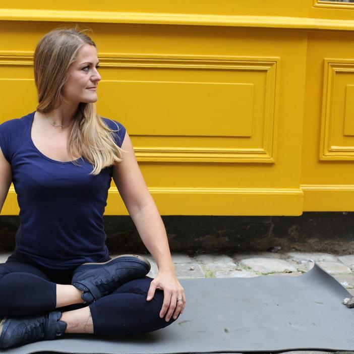 Routine matinale de yoga pour l'automne