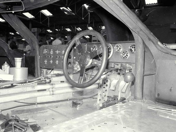 1967_Ford_GT40MarkIV21