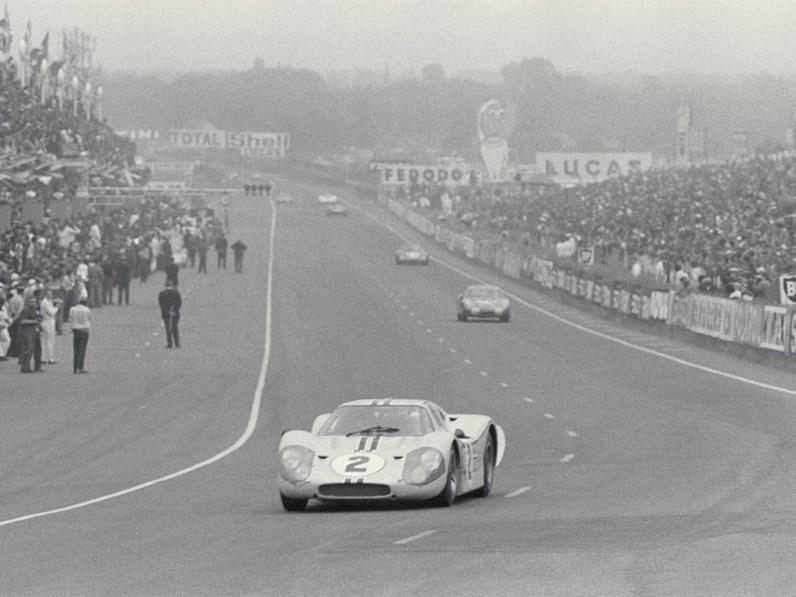 1967_Ford_GT40MarkIV23