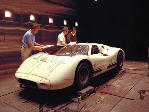 1967_Ford_GT40MarkIV33