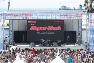 18-megan-nicole-wide-crowd-600x400-1.jpg