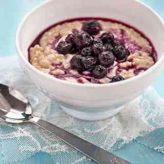 This simple vegan coconut oatmeal (porridge) is delicious and healthy. An excellent way to start your day!