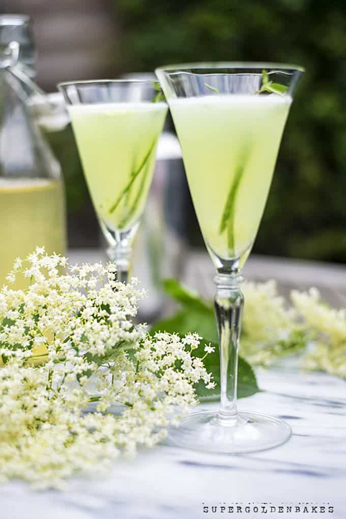 The English garden - a sophisticated and refreshing gin-based cocktail | Supergolden Bakes