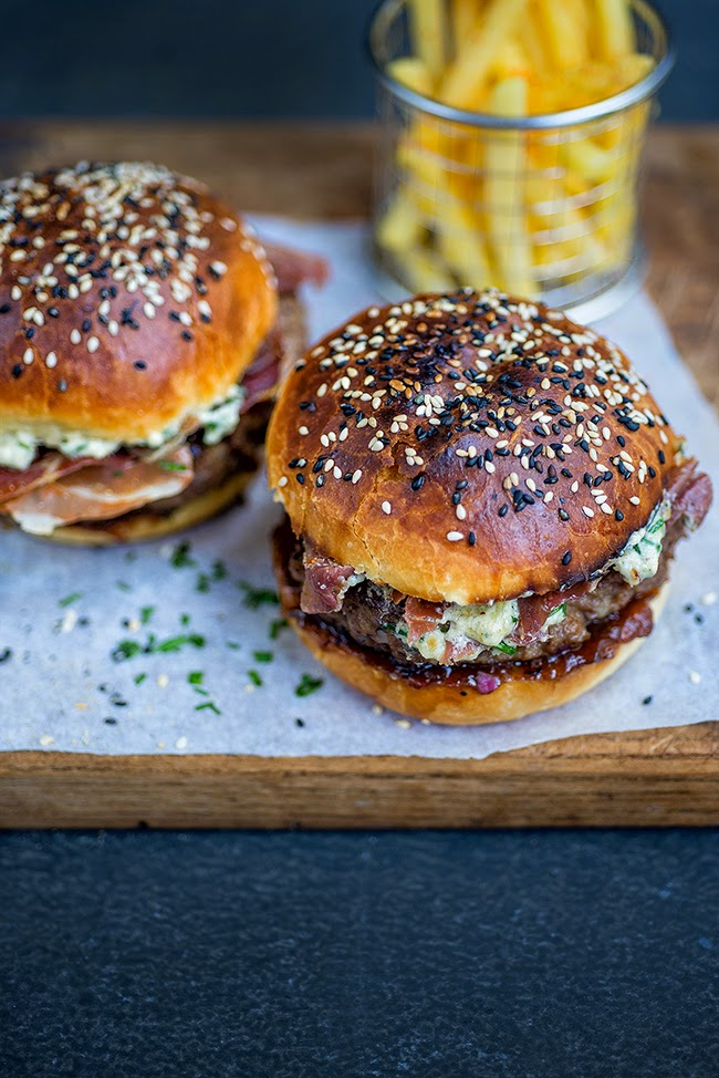 Blue cheese burgers with crispy pancetta and onion chutney