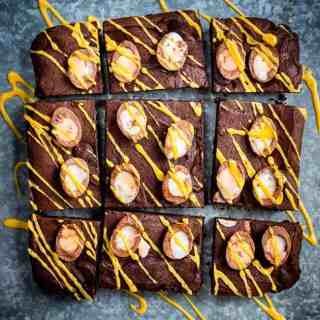These Creme Egg Brownies have 'addictive' written all over them! Super easy to make, rich and fudgy - everything a good brownie ought to be!