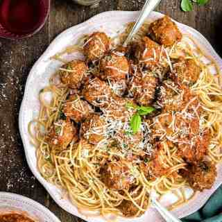 Super tasty beef meatballs in rich tomato sauce – let your slow cooker do most of the work! Serve with spaghetti and plenty of freshly grated Parmesan.