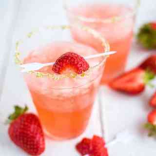 Put your homemade (or otherwise) strawberry jam to good use in these delectable strawberry jam margaritas! Totally delicious and so easy.