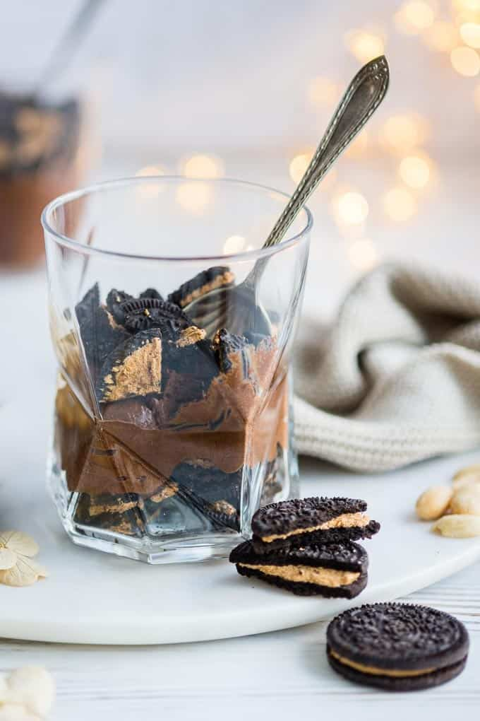 Fancy something a little bit nutty and a whole lotta awesome? This super-easy chocolate and peanut butter mousse is layered with peanut butter flavour Oreos :) #Oreos #Aquafaba #chocolatemousse #dessert