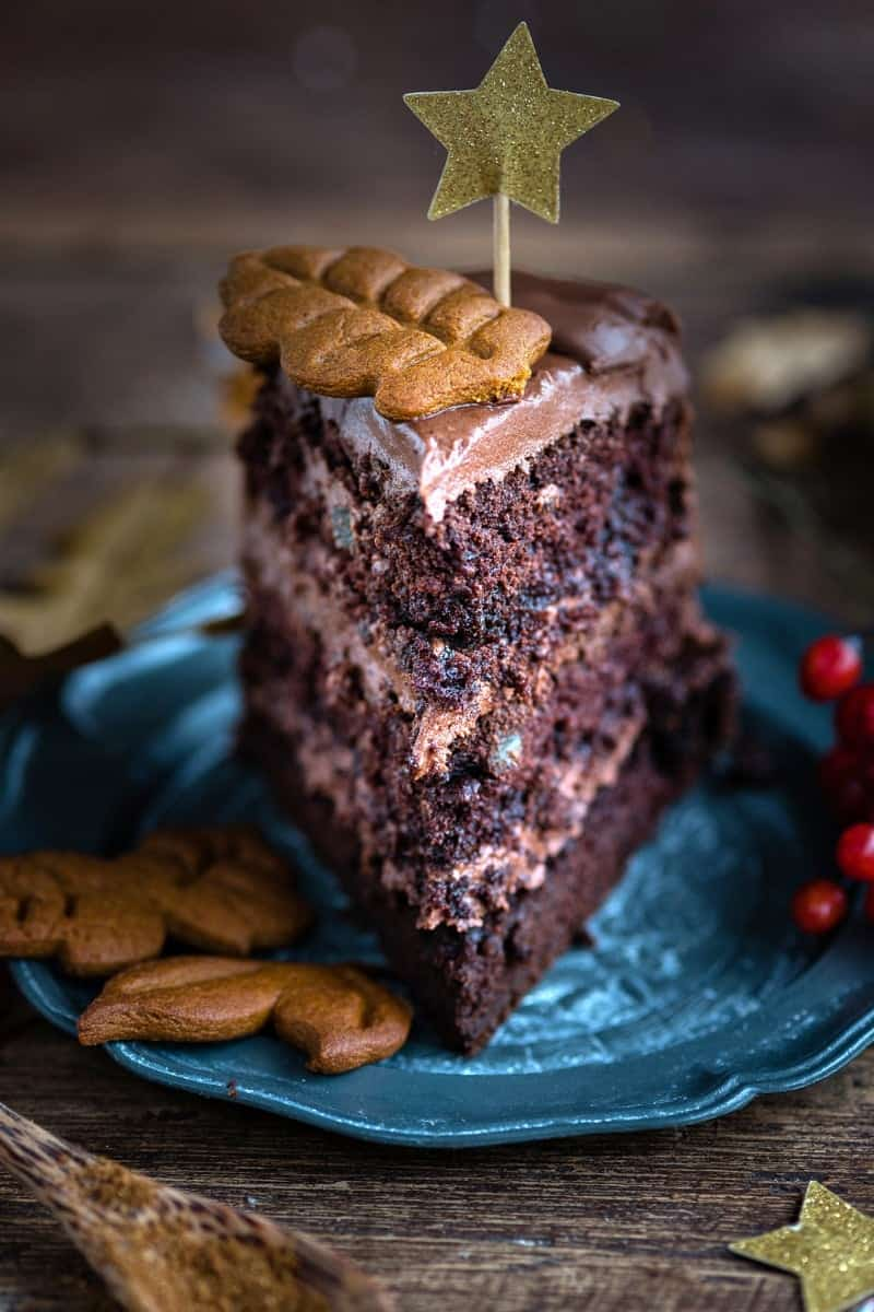 Look at this slice of vegan chocolate gingerbread layer cake! Don't you want to sink your fork in it?