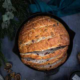 No-knead cranberry and walnut skillet bread