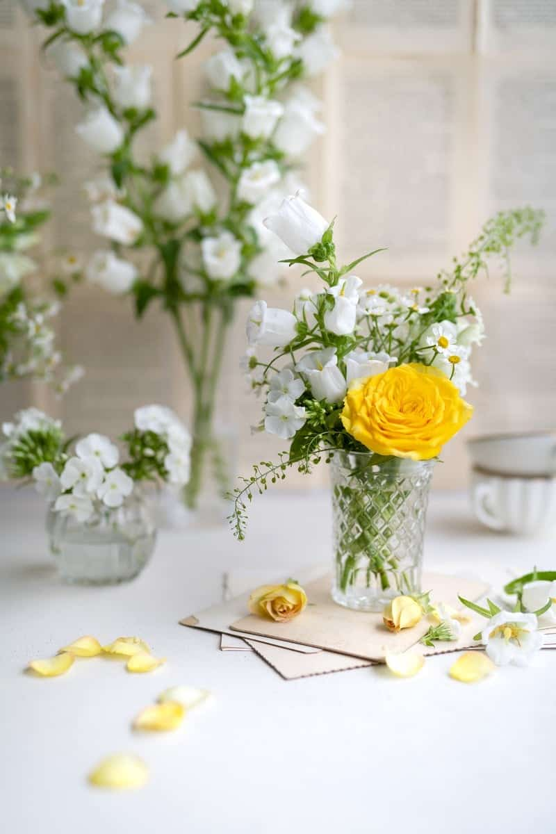 Fresh flowers for decorating the cake