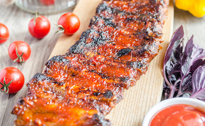grilled pork ribs in barbecue sauce PWLZ9ZB copie - Spare ribs marinés