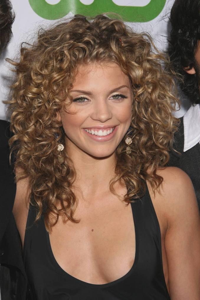 20 must-try curly hairstyles for round faces