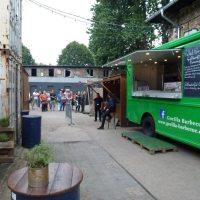 Food Market: Gorilla Barbeque mit leckerem Pulled Pork und Süßkartoffelpommes frittiert in Rindertalg