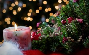 mistletoe-and-candle-christmas-spirit-desktop-wallpaper