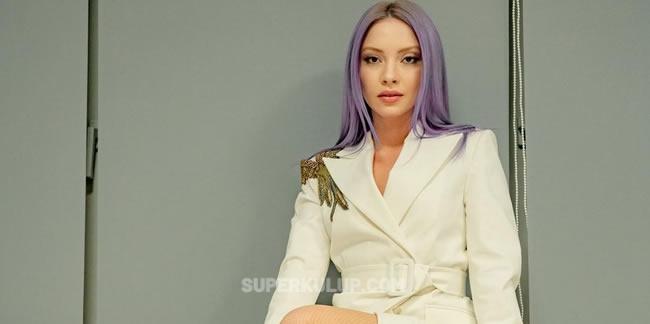 Şarkıcı Ece Seçkin'in yeni imajı sosyal medyayı salladı