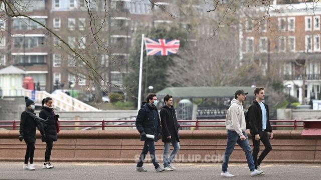 Pandeminin yoğun hissedildiği Londra'da günlük can kaybı 2'ye düştü!