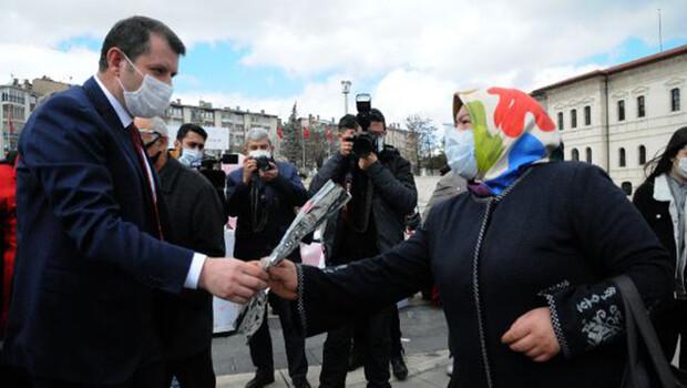 Sivas'ta, Kadınlar Günü'ne karanfilli kutlama