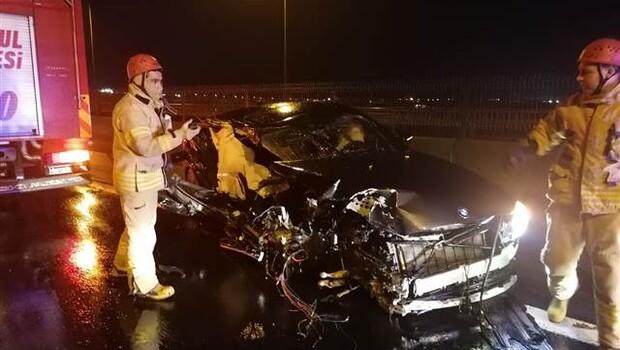 TEM'de korkunç kaza! Lüks otomobil hurdaya döndü