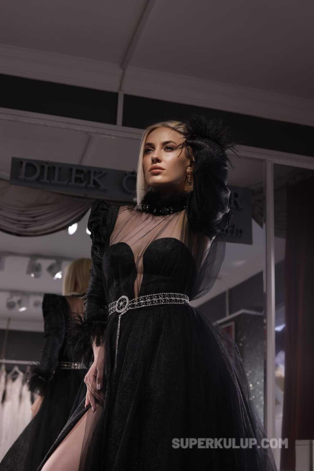 By Dilek Özdemir'in kostümlerini Ünlü Model Yasemin Karamisa tanıttı