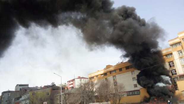 Ağrı'da zift tankerinde yangın; gökyüzüne siyah dumanlar yükseldi