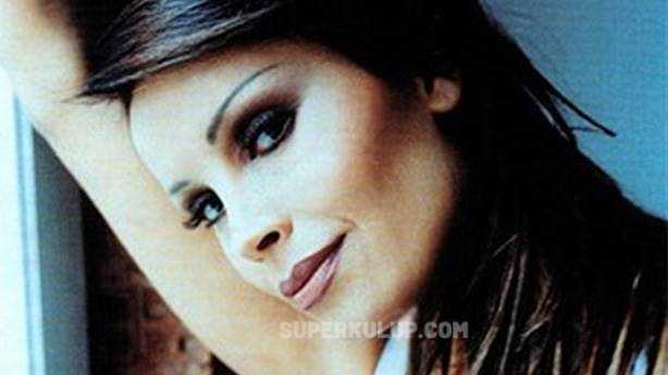 90'ların unutulmaz pop şarkıcısı Asya korona virüse yakalandı