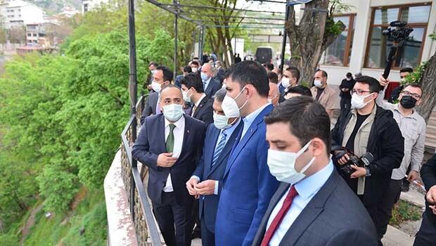 Çevre ve Şehircilik Bakanı Kurum, Tunceli'de cemevini ziyaret etti
