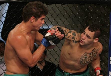 S. Ponzinibbio (dir.) quer lutar novamente contra L. Santos (esq.). Foto: Reprodução/Facebook