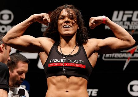 A. Nunes (foto) se tornou a primeira mulher brasileira a conquistar uma vitória no UFC. Foto: Josh Hedges/UFC