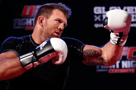 R. Bader (foto) busca se recuperar da derrota para Glover em BH. Foto: Josh Hedges/UFC